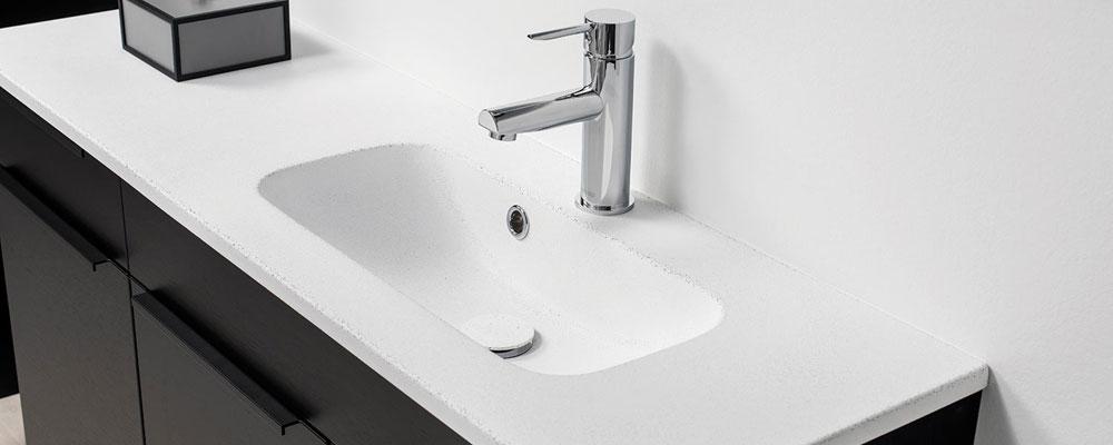 Bordplade til badeværelse med integreret vask